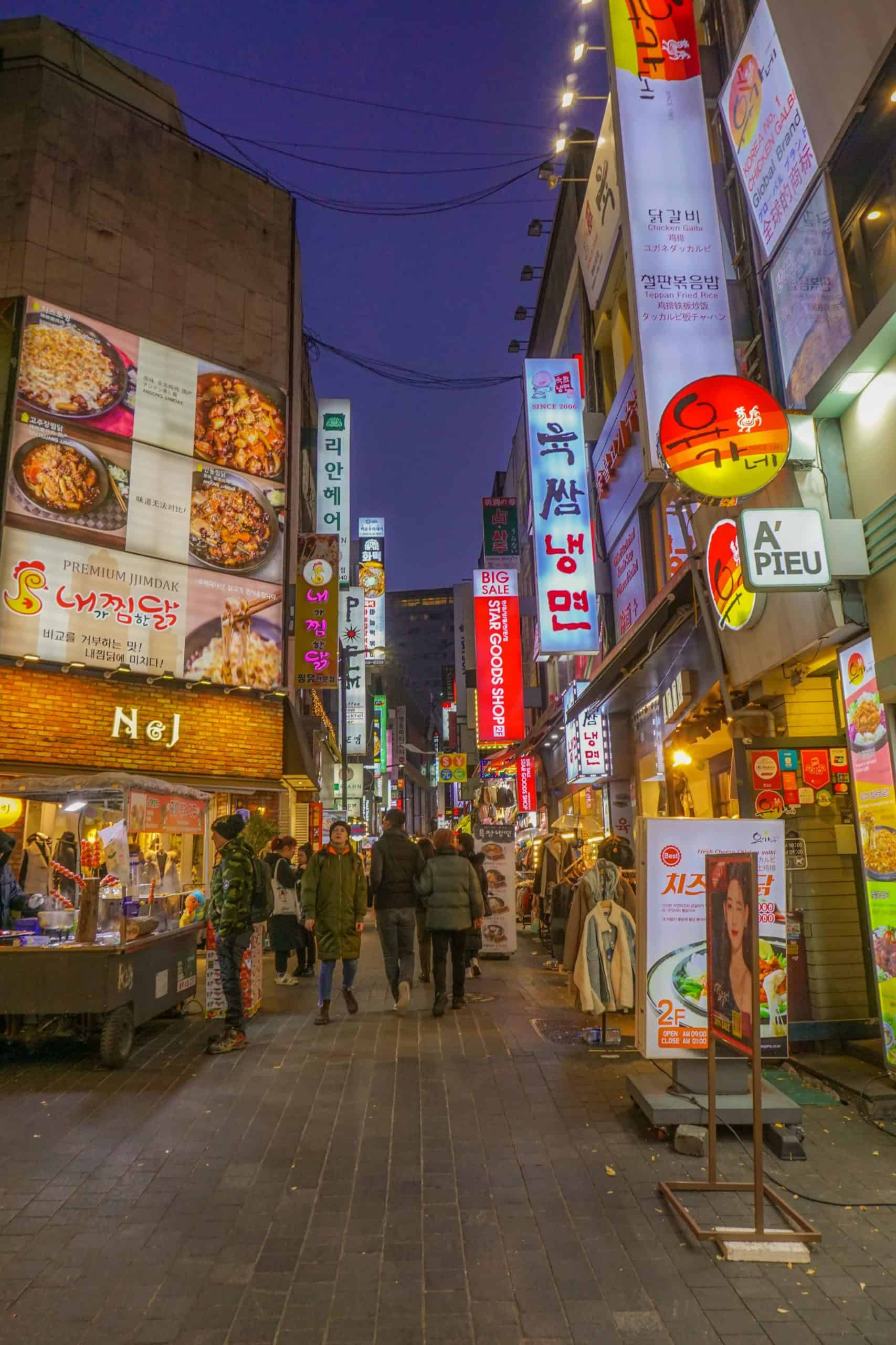 Best Seoul Korea photography spots and instagrammable places to explore on your next Seoul Korea travel. These are some of the things to do in Seoul, while taking amazing Seoul photography. #Seoul #korea #photography