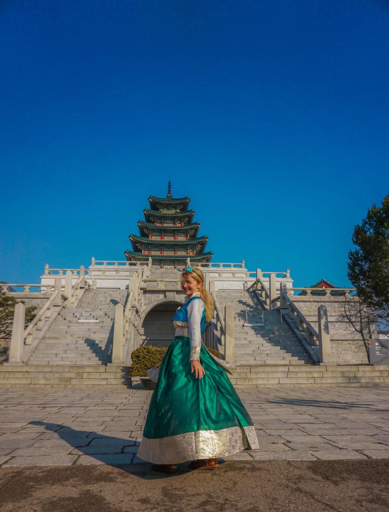 ONE DAY HANBOK RENTAL EXPERIENCE - best hanbok rental experience in Seoul, Korea. Is renting a hanbok in Seoul worth it? Find out all here!