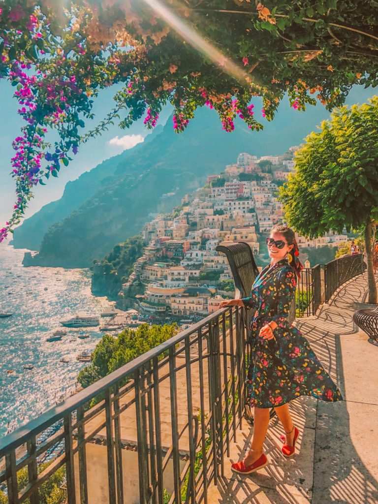 Bets things to do and see in Positano, Italy and all the Instagrammable places in Positano to explore on your Italy vacation on the Amalfi Coast. Colorful houses, nattow winding streets, deep blue sea, delicious food. Don't miss out on Positano on the Amalfi Coast and experience a great Italy trip. #amalfi #coast #positano #italy #italyvacation #italytrip #instagram