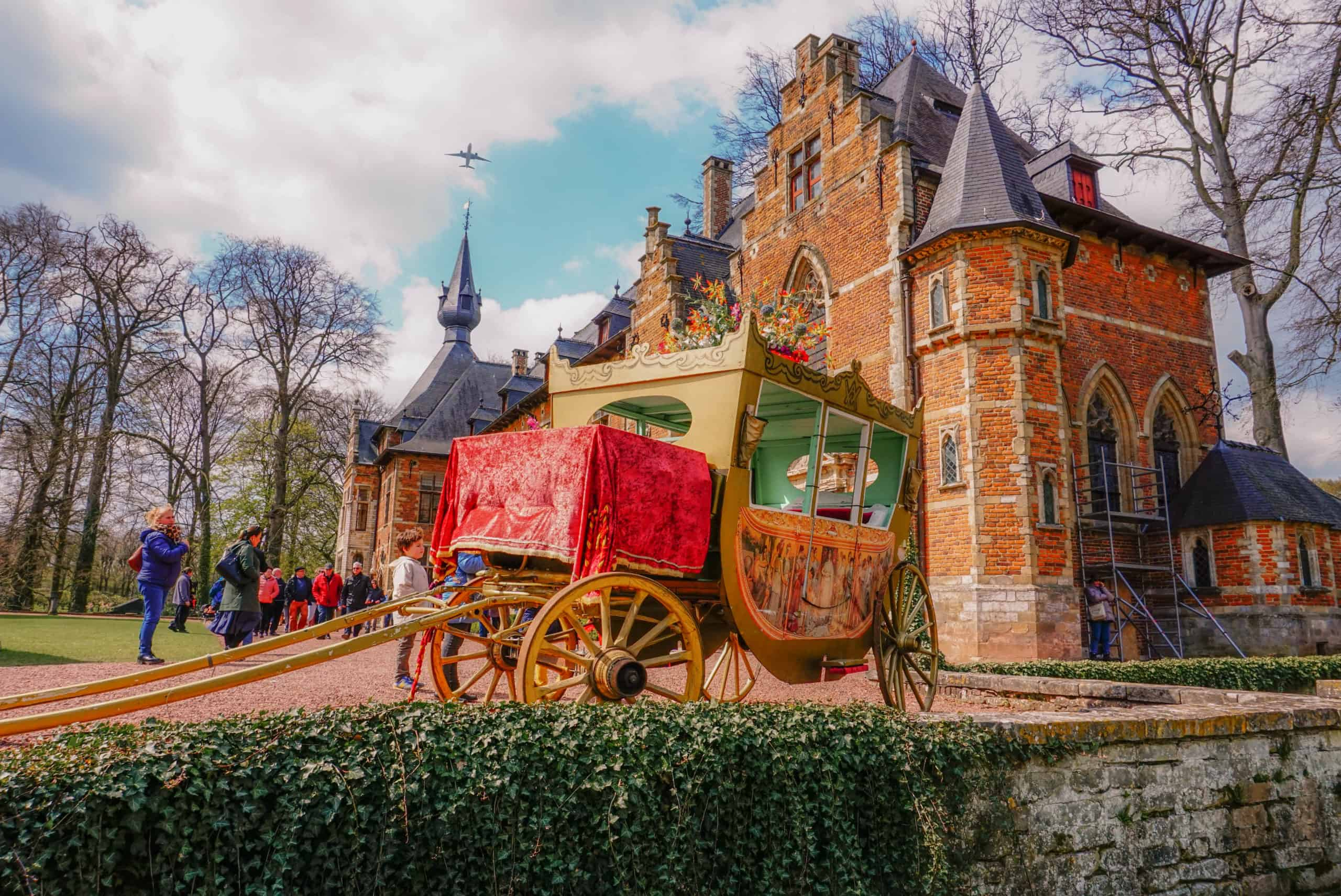 Groot Bijgaarden Castle day trip from Brussels. See tulips in Belgium and learn everything you must know about the Brussels tulip festival. Including the Parade of Venetian Costumes in Belgium #tulips #brussels #belgium