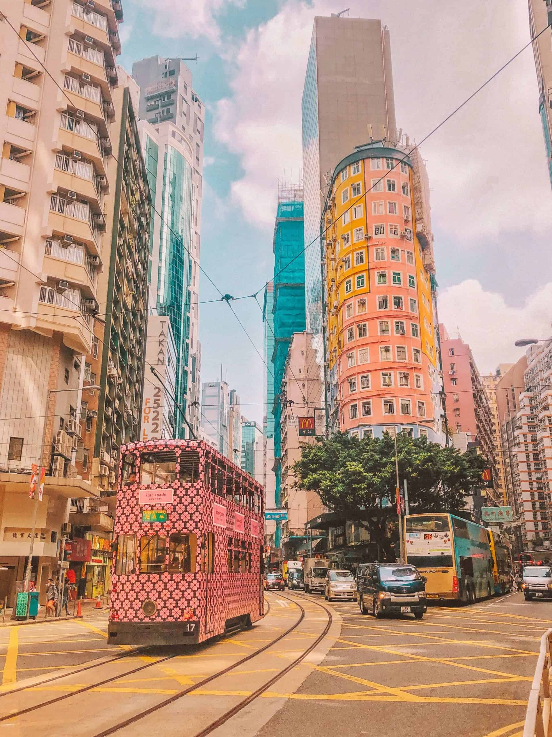 The ultimate list of the best Instagrammable places in Hong Kong with geolocations and how to get there. Hidden instagrammable places in Hong Kong you can't miss. The most comprehensive list of the Instagram spots in Hong Kong you cannot miss. Instagrammable restaurants in Hong Kong | Instagrammable cafes in Hong Kong | Hong Kong Instagrammable spots #instagram #hongkong #photography