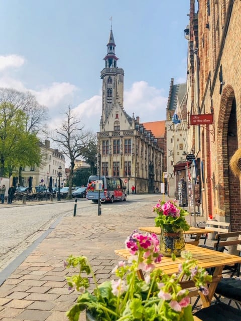 Have only one day in Bruges? No worries! Follow this one day in Bruges itinerary and learn how to spend one perfect day in Bruges. What to see in Bruges, where to stay in Bruges, The best fairy tale towns in Belgium #Belgium #Bruges #traveltips