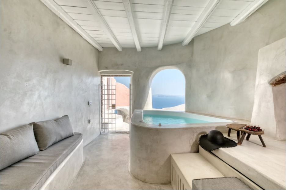 luxury hotels in Santorini with private pools