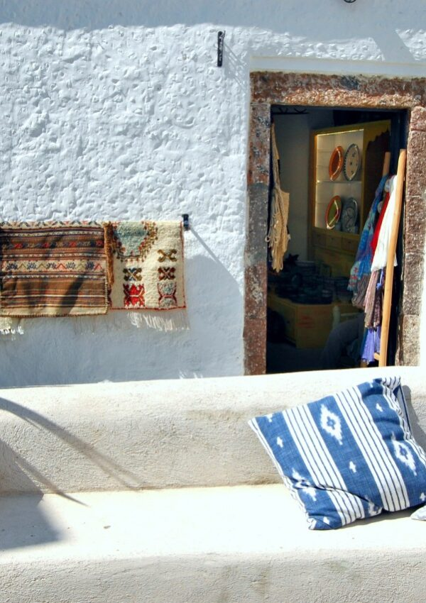 Cheap hotels in Santorini: where to stay on a budget