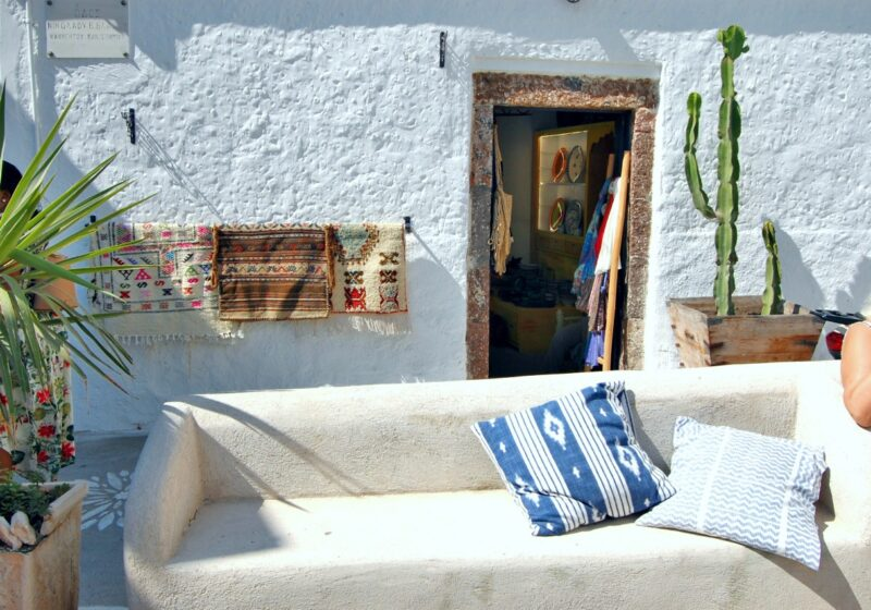 where to stay in Santorini on a budget