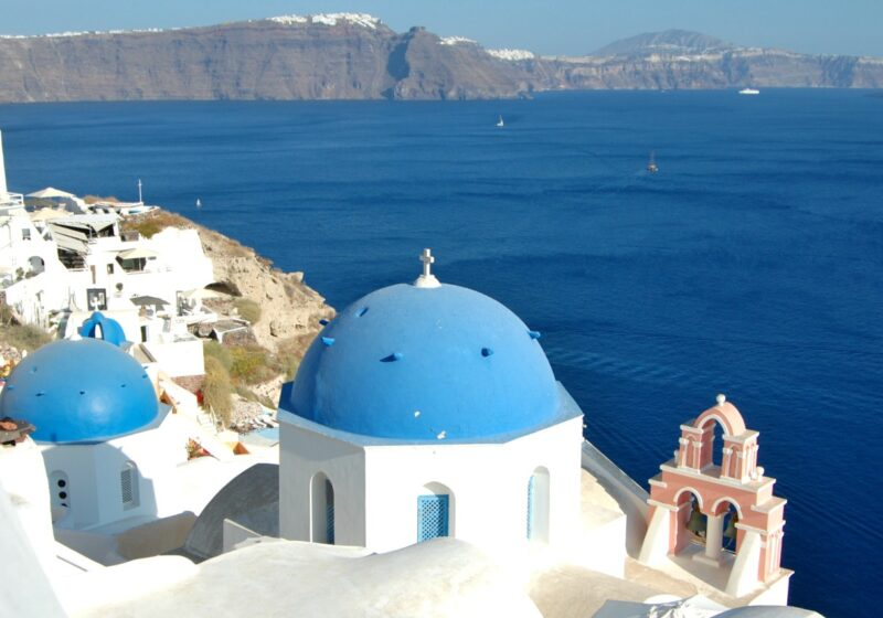 12 lovely and cheap hotels in Santorini with caldera view