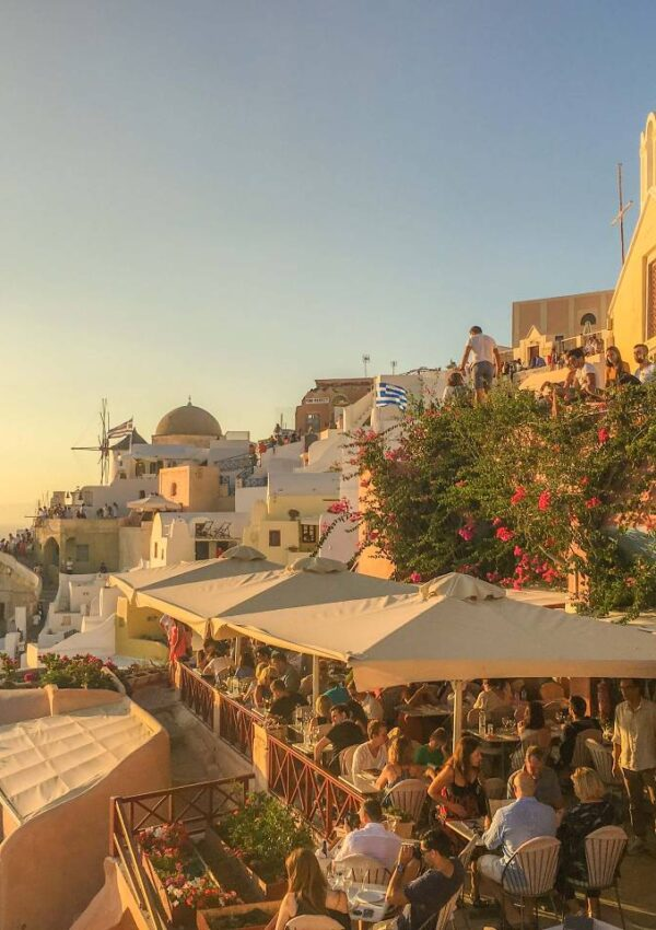 Things nobody tells you about traveling to Santorini