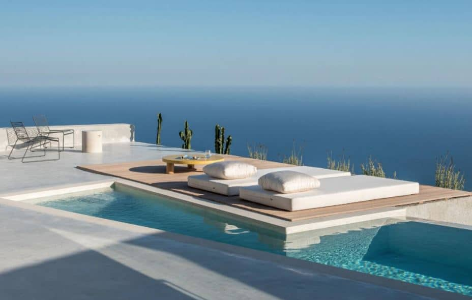 Top 10 luxury hotels in Santorini with private pools perfect for couples